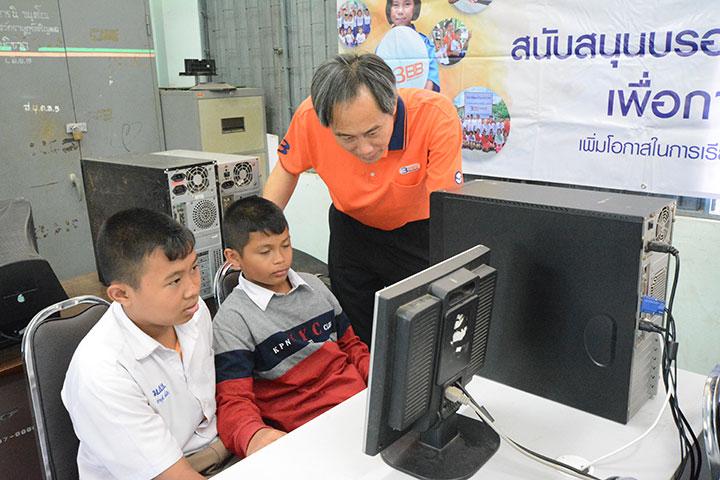 โครงการบรอดแบนด์อินเทอร์เน็ต เพื่อการศึกษาฟรี โรงเรียนบ้านแสลงพันบุณเยิง จ.สุรินทร์